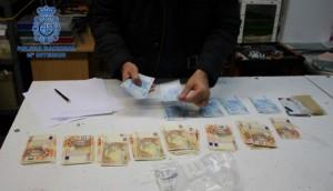 La Policía Nacional detiene a un individuo que elaboraba billetes falsos de 20 y 50 euros de forma artesanal