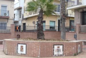 La fuente de la Plaza de Andalucía cambia el agua por una palmera