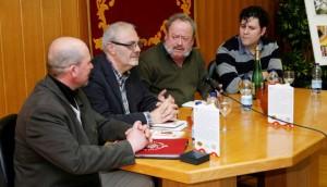 Antonio Miguel Troyano, Manuel Ozaez  y Miguel Ángel Perea, junto al poeta Rafael de Cózar