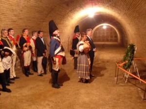 Catacumbas en la Iglesia de la Encarnación, ofrenda floral a María Bellido en el lugar donde se supone que está enterrada la heroína bailenense