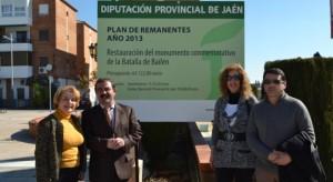 Representantes políticos de Diputación y Ayuntamiento, con el cartel de las obras