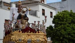La imagen de la Piedad a su paso por la Plaza del General Castaños