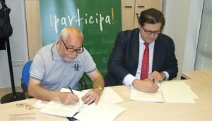 Juan Ángel de la Morena y Luis Jesús García-Lomas en la firma del convenio.