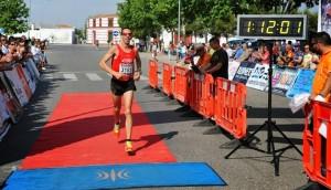 Jose Javier Olea en su entrada a meta en Almagro. Foto: Club Atletismo Bailén