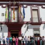 Minuto de silencio a las puertas del Ayuntamiento por el asesinato de Isabel Carrasco