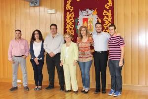 Manuel Martínez, primero por la izquierda, posando como Equipo de Gobierno junto a los concejales del Partido Socialista. Fuente: Ayuntamiento de Bailén.