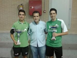 Carlos Caballero y Adrián Durillo, junto al concejal de deportes, Víctor Abolafia. Foto: Bailén Deporte