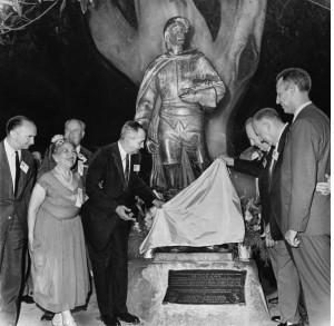Inauguración de la estatua a Felipe de Neve