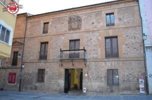 Palacio de los San Clemente, Soria, siglo XVIII, con sus cadenas en la puerta, testimonio de que allí se alojó don Alfonso XIII.