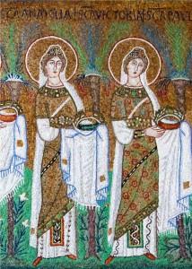 Detalle de Santa Anatolia (izquierda) y Santa Victoria (derecha) en el Cortejo de Vírgenes. Sant'Apollinare, Rávena (Italia)