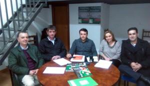 El comité local del PA junto a Paco Mendieta