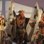 Las pitonisas ganan el pulso a la tribu africana en el Concurso de Disfraces por grupos