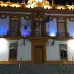 El ayuntamiento se ilumina de morado por el Día del Lupus
