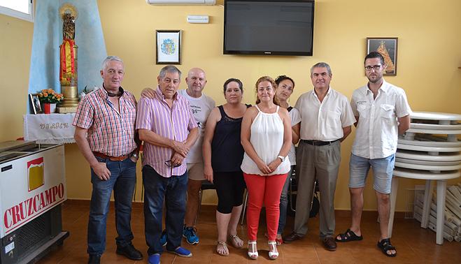 El grupo municipal de tpb sortea sus abonos de la piscina for Piscina municipal barrio del pilar