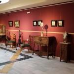 El museo alberga una exposición de muebles antiguos