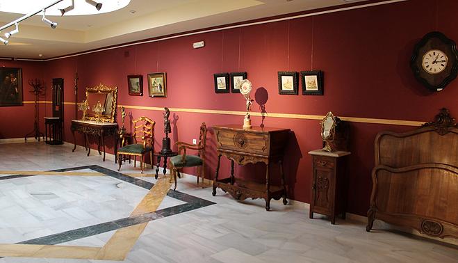El museo alberga una exposici n de muebles antiguos toda for Muebles exposicion