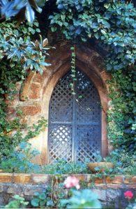 Puerta gótica del monasterio doblado o de la iglesia de San Andrés (apóstol) que se conserva en la actualidad. (Jaén. Pueblos y ciudades. «Bailén». Diario Jaén. Fascículo 26, pág. 506. 1997).