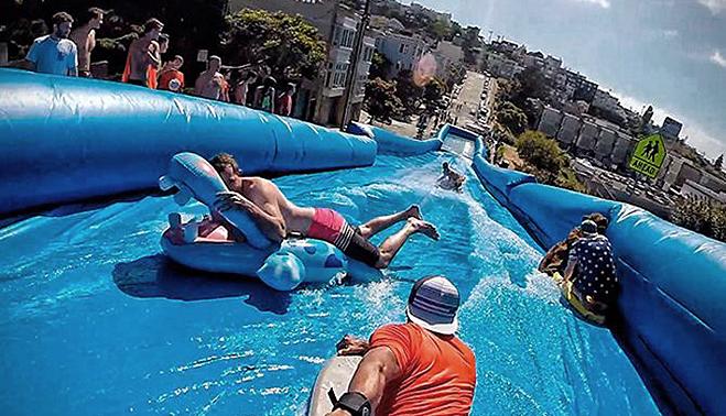 las concejalas de festejos juventud deportes turismo cultura e igualdad se han unido para poder traer hasta bailn un tobogn acutico gigante que ir
