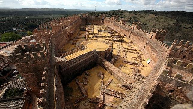 El castillo de ba os de la encina protagonista de la segunda conferencia del ja n reino - Castillo de banos de la encina ...